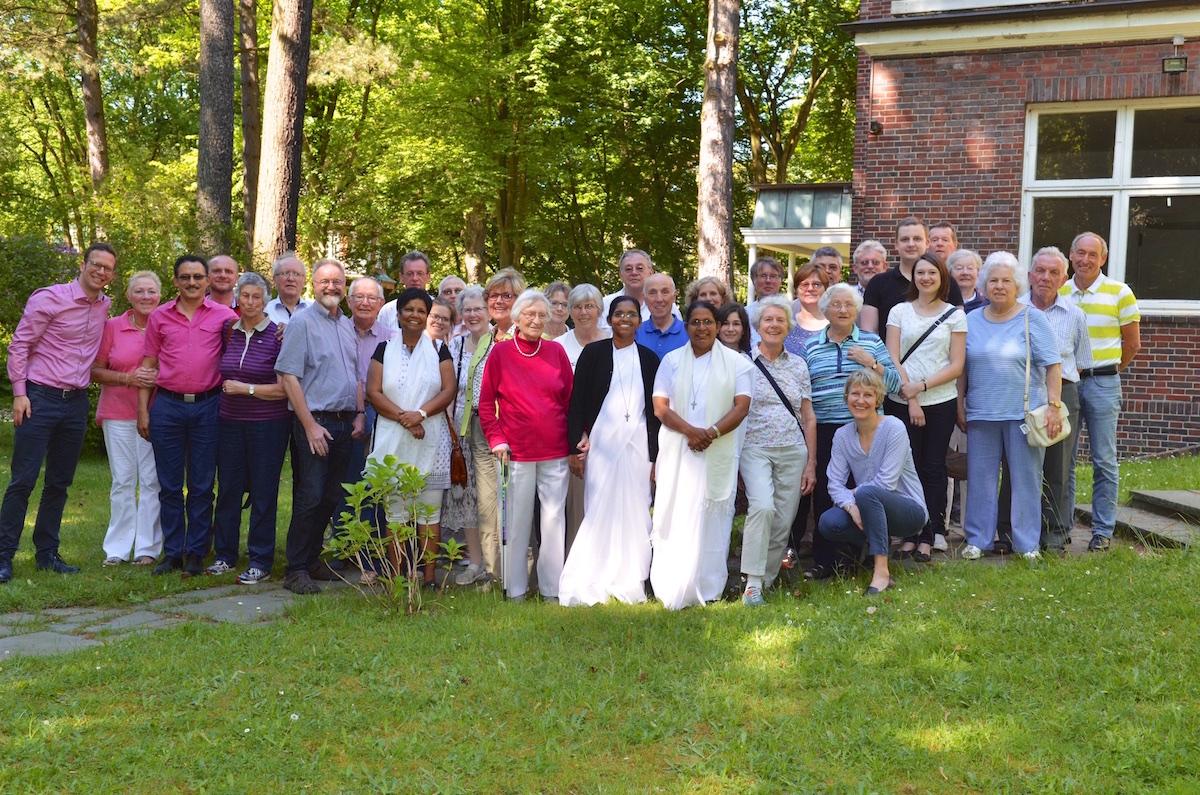 Gruppenbilder der Helferkreise der Helpers of Mary