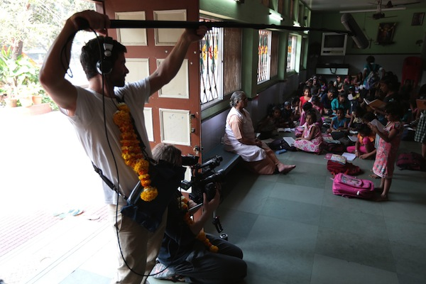 Filmteam in Mumbai, Andheri, der Zentrale der Marys