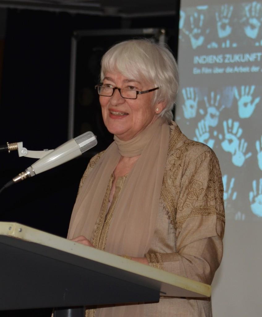 Anne Borchard-Linnenbrink   blickt zurück auf die 50jährige Vereinsgeschichte.