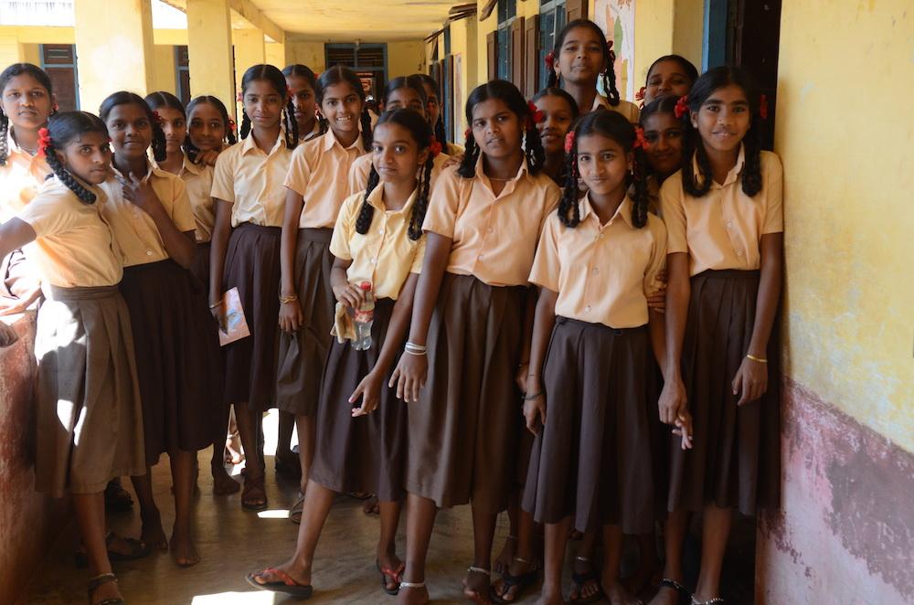 Mädchen wie diese zehtnklässlerinnen aus Anugraha sollen künftig über LIFT in Mysore die Chance bekommen, ein College zu besuchen bzw. einen Berufsabschluss zu erlangen.