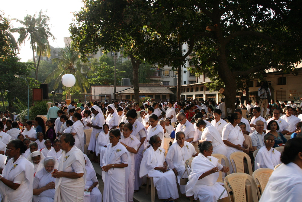 Für die Feierlichkeiten waren 2.000 Gäste gekommen. Auch ein Großteil der Schwestern was auch allen Landesteilen angereist.