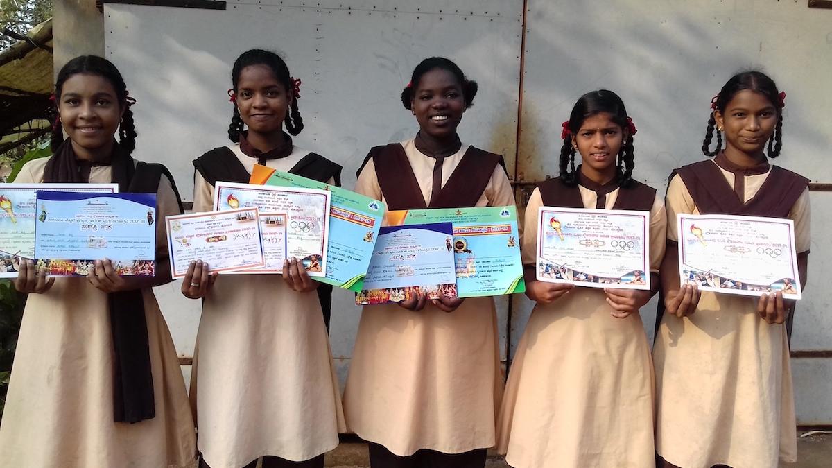 Sollte Mädchen aus unserem Heim Shanti Dhama
