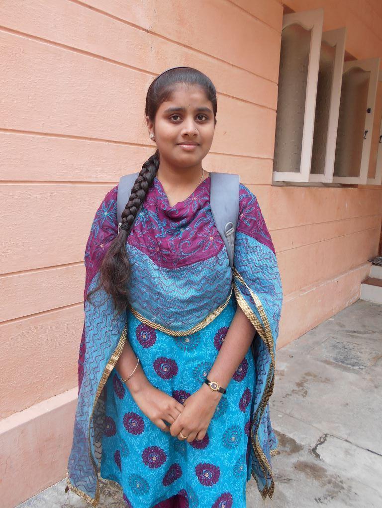 C. darf nun doch in Premanjali bleiben. Ihr Vater hatte versucht sie zu verheiraten.