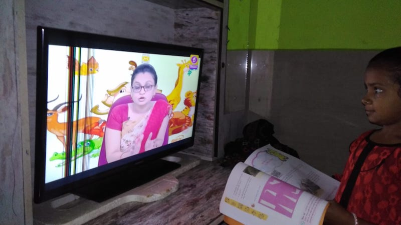 Die Mädchen nutzen zum Teil den über das TV Programm angebotenen Unterricht