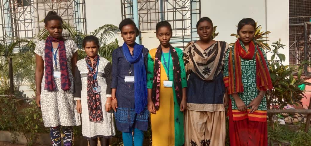 """Sechs Absolventinnen kommen aus Gundoli, in dem LIFT das Heim """"Shantidhama"""" unterstützt."""