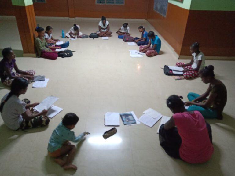 Die Mädchen in Anugraha können sich endlich wieder auf den Schulstoff konzentrieren